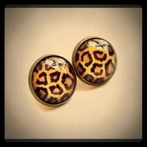 1 LEFT‼️Leopard studs earrings